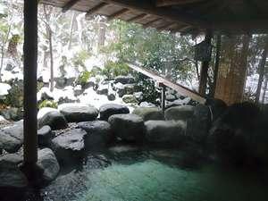 冬は雪見の露天風呂