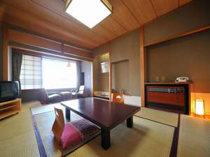 全室「月岡城址跡の日本庭園」を眺める本丸①和室10畳