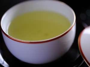 旅館と言ったらやっぱり日本茶 座イスで足を伸ばしてごゆっくり日本の味をお楽しみ下さいませ