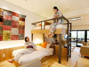 島原温泉 南風楼 星降る夜と朝日に輝く海に遊ぶ温泉リゾート:コンセプトルーム「Room TSUNAGARU」スタイリッシュなベッドは5台!