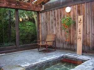 草津・さくらリゾートホテル:岩風呂昼 湯もみが出来ます。