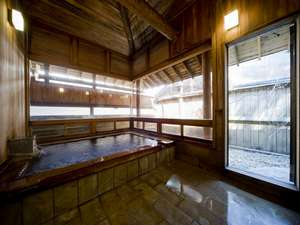 草津・さくらリゾートホテル:檜風呂昼 深夜明け方も入浴出来ます。