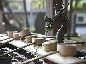 ■諏訪大社秋宮のお清め水 まずは口と手をすすいでから参拝しましょう。