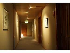 廊下を飾る信州出身の野村陽子さんの細密画 かんてんぱぱの包装紙でも有名です。