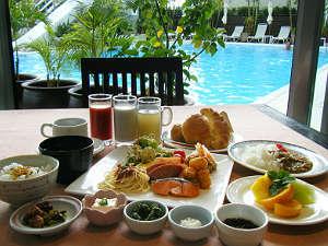 ホテルグランビューガーデン沖縄:[土煌]プールを眺めながら朝食を・・・