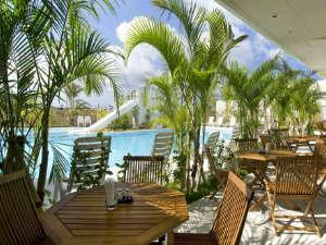 ホテルグランビューガーデン沖縄:プールサイド席