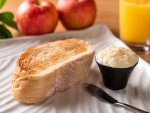 """ソフトフランスパンは""""自家製アップルバター""""でお召し上がりください♪"""