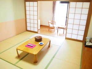英彦山温泉 しゃくなげ荘:[本館和室8畳]4名様までご利用できます。
