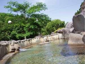 英彦山温泉 しゃくなげ荘:女性風呂から見る露天風呂