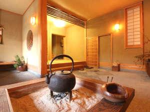 丸長旅館:【玄関】伝統的な囲炉裏。竹田の自然の音色、都会では味わえない贅沢なひとときを♪