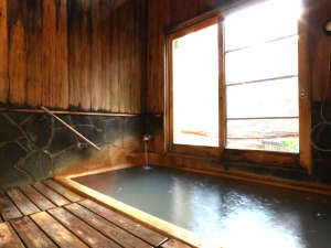 丸長旅館:【お風呂】日本一の炭酸泉といわれる長湯温泉を貸切で堪能頂けます。家族風呂もあり。