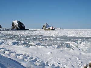 ボンズホーム:海が流氷に覆われて真っ白に。徒歩10分の道路沿いから撮影。やっぱり流氷見るならウトロです!
