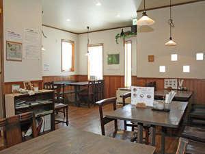 ボンズホーム:お食事はレストランで皆さんご一緒にお召し上がりいただきます。日中はカフェ・レストランを営業。