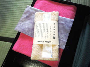 """アメニティ/肌触り◎""""癒しの香り丁子染""""のタオルをご用意。こだわりのアメニティが揃います。"""