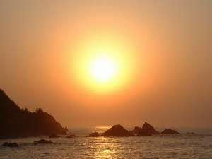 荒磯温泉 荒磯館:テラスから撮影した夕日の写真(8月)