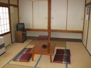 【和室】2階のお部屋からは南側は八ヶ岳、北側は浅間山風景が望めます。