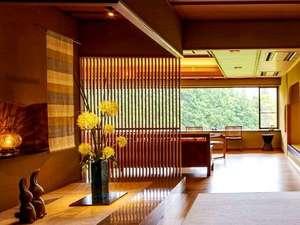 箱根芦ノ湖温泉 和心亭 豊月:竹フローリングのロビーからは箱根連山の雄大な眺めを