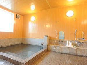 六日町温泉 いろりあん別館 さくら・さくら:*【大浴場】六日町温泉の源泉かけ流し!待つことなく入れるよう、シャワーは8台を設置しております。c