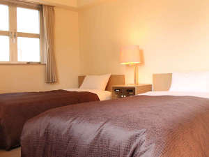 ホテルリブマックス府中アネックス:ツインルームの広々ベッドです!ベッドサイズ:100×195cm