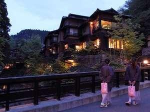 ふじ屋:温泉街の中心近くに位置し黒川名物の湯巡りには絶好の拠点。