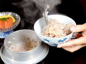 庄川峡 長崎温泉 北原荘:■山菜釜めし一例■夕食のご飯は季節の赤米を混ぜた山菜釜めしをご用意♪ふっくら美味しいと評判です!