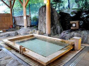 庄川峡 長崎温泉 北原荘:■露天風呂■ぬるっとした質感の美肌の湯で、お風呂上がりはお肌つるつるになると評判♪