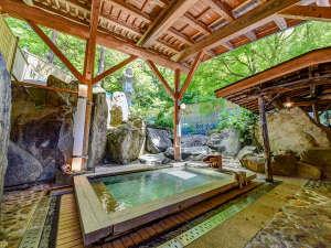 庄川峡 長崎温泉 北原荘:*■露天風呂■ ぬるっとした質感の美肌の湯で、お風呂上がりはお肌つるつるになると評判♪