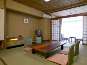 ホテルメルカート輪島:10畳の和室(バスなし、ウォシュレットタイプトイレ付き)の一例