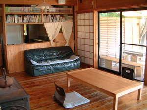 棚田の宿 池の鶴山舎:1階リビングルーム<広めの12畳>