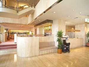 横手プラザホテル:ロビーにはお客様用フリーパソコンがあります。プリントも出来ますので情報収集にお使いください。