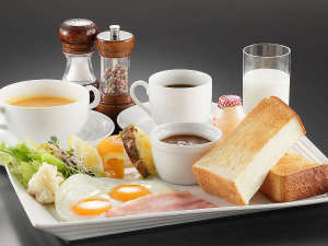 【こだわりの朝食】モーニングセット!厚切りの焼き立てホテルパン!オリジナル朝カレーと相性抜群!