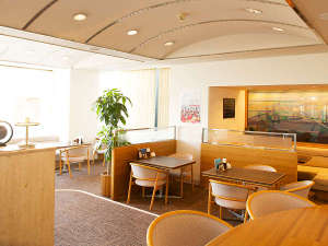 【1階:宿泊のお客様 専用ラウンジ】営業時間はPM17:00~22:00&AM7:00~9:30