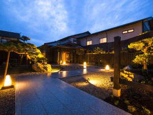 1日7組限定 全室絶景露天風呂の大人宿 夕彩Resort響季:ほのかで優しい灯でお出迎えいたします