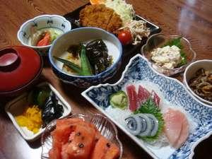民宿しゃくなげ:【基本料理の例】 季節、仕入状況によってお料理は異なります。