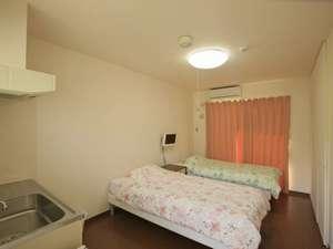 チャーヴィラ:ご夫婦や恋人同士にうれしいツインルーム。ベッドを移動すればWベッドルームとしてご利用可能です。