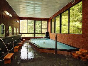 板室温泉山あいの宿 きくや一望館:当館の【大浴場】お湯は、源泉掛け流しの良質なアルカリ性単純温泉、PH9.5です。