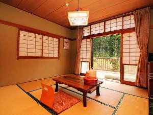 板室温泉山あいの宿 きくや一望館:浴室フロアの8畳和室 1部屋のみ