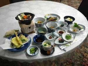 ユートピア和楽園 知内温泉旅館:*海の幸も山の幸も味わえるご夕食一例