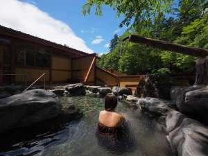 芽登温泉ホテル:新緑の露天風呂