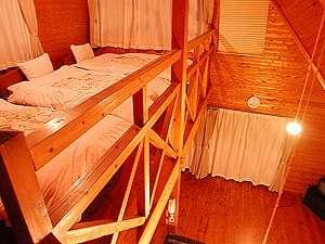 清和高原天文台 清和高原の宿:木造の暖かみのあるお部屋。ベッドは2階ロフト。