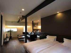 FURANO NATULUX HOTEL:【別邸102】(53㎡)はウッディーな配色でシックなたたずまい