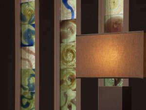 レセプション--館内には県内在住アーティストを中心としたアート作品が多数ございます