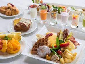 リーガロイヤルグラン沖縄:【朝食ビュッフェ】日替わりでもちもちのワッフルやフレンチトーストが人気♪洋食盛り付け例