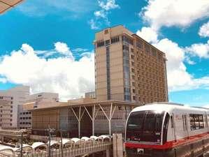 リーガロイヤルグラン沖縄:外観 モノレール駅ホームから