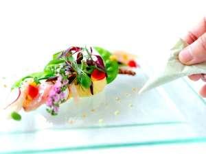 メルキュールホテル横須賀:【ビストロブルゴーニュ】シェフが丁寧に仕上げたお料理をお楽しみ下さい。