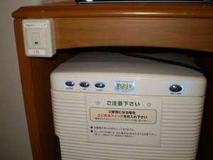 ◆ダブル用冷蔵庫◆スイッチを「ON」側に入れて冷蔵庫のスイッチを押して頂ければ電源が入ります。
