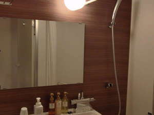 ◆ユニットバス◆歯ブラシセット、レザー、コップ、タオルセットを備え付けております。