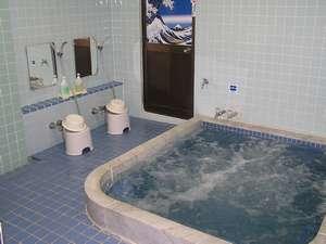 ビジネスホテル中島:富士見湯 男性用の浴槽になります 館内の水道は富士山からの恵み地下水です