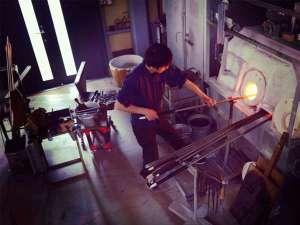 アート・ビオトープ那須:【ガラススタジオ】作業中は高熱の炉に近づきます。露出の多い服装はお控えください