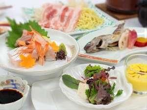 温泉ホテル 温井スプリングス:「旬の食材だからこそ宿る美味しさ♪」を料理人が腕によりをかけてご提供!